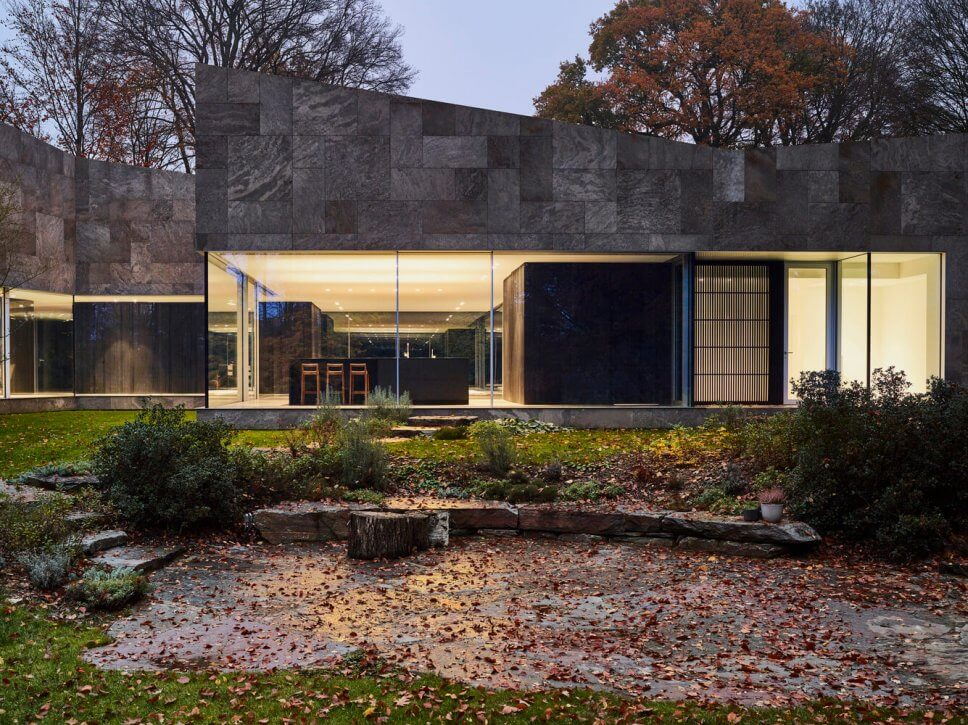 Moderne Villa im Wald