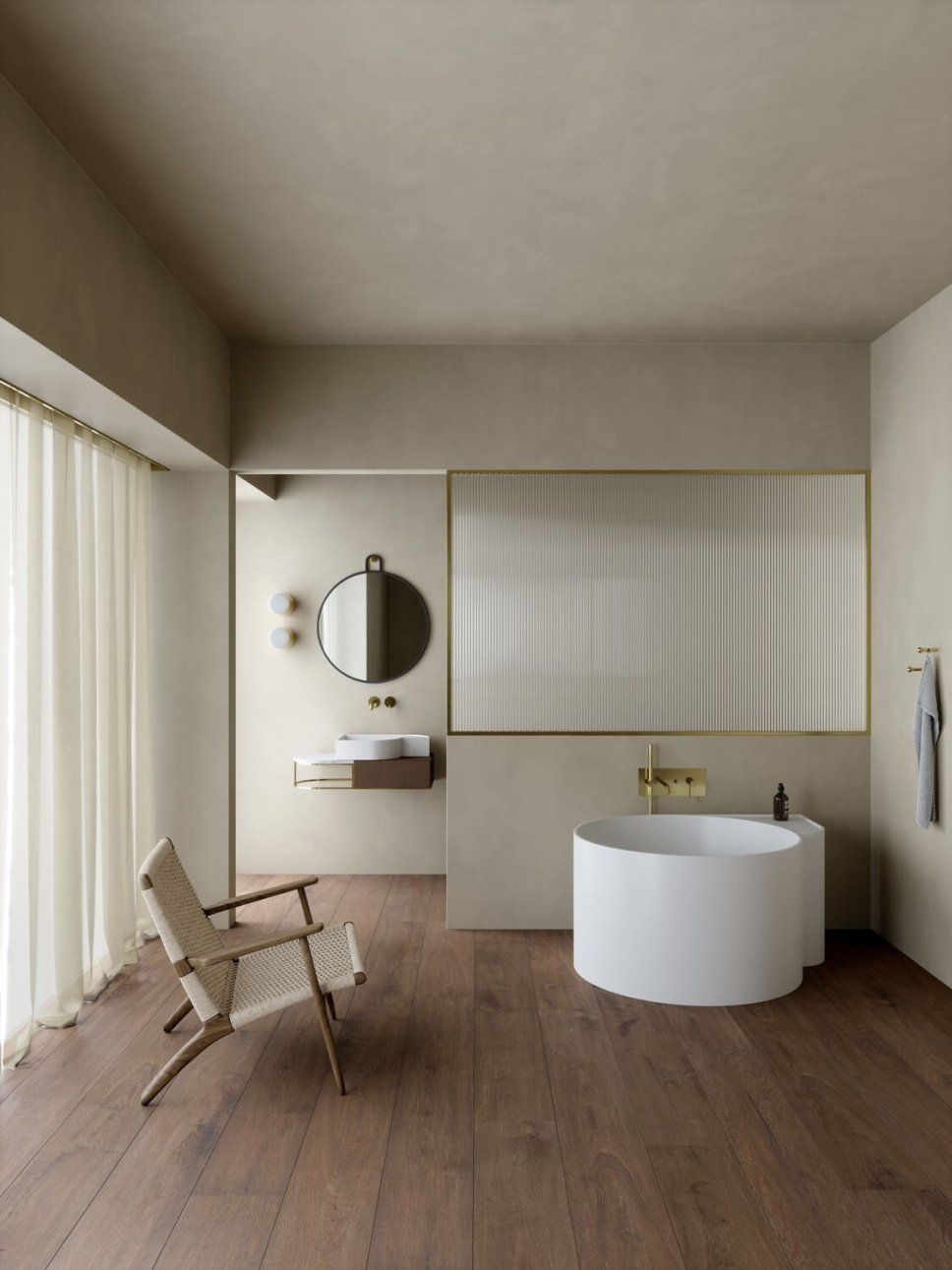 Freistehende Badewanne in luxuriösem Badezimmer