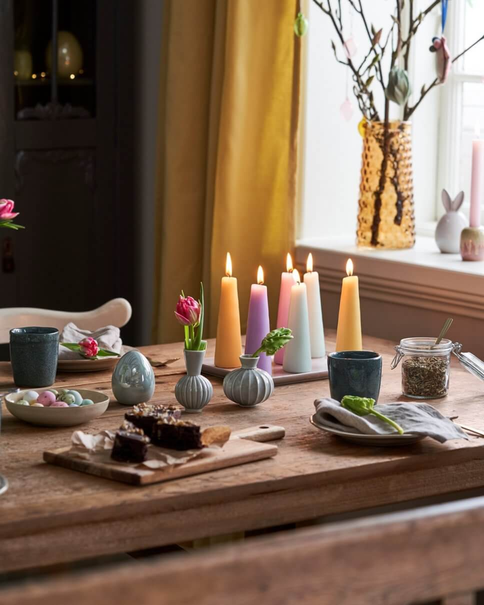 Österlich dekorierter Tisch
