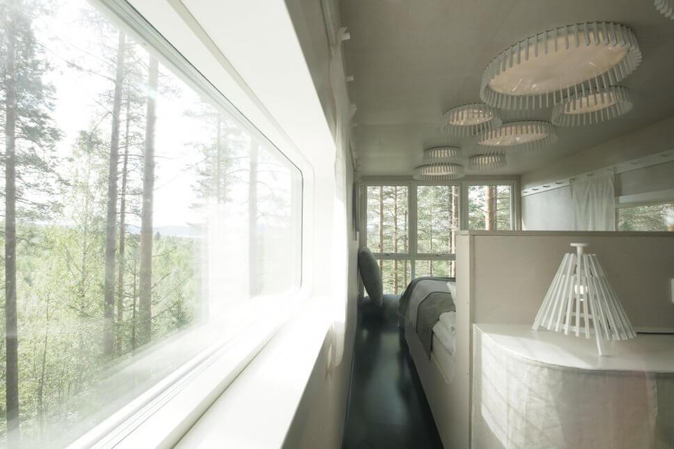 Schlafzimmer in einem geräumigen Baumhaus