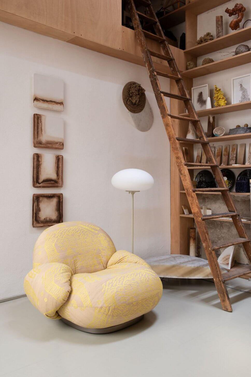 Sessel in modernem Wohnzimmer
