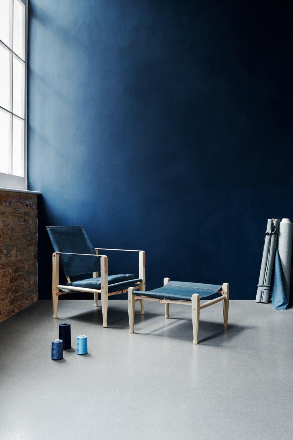 Sessel mit Fußhocker in modernem Wohnzimmer