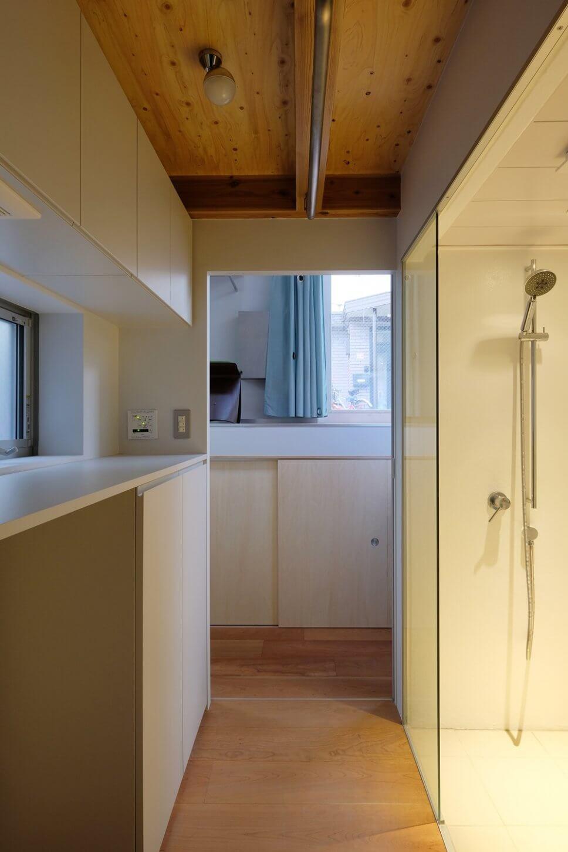 Modernes Badezimmer in Tiny House in Tokio