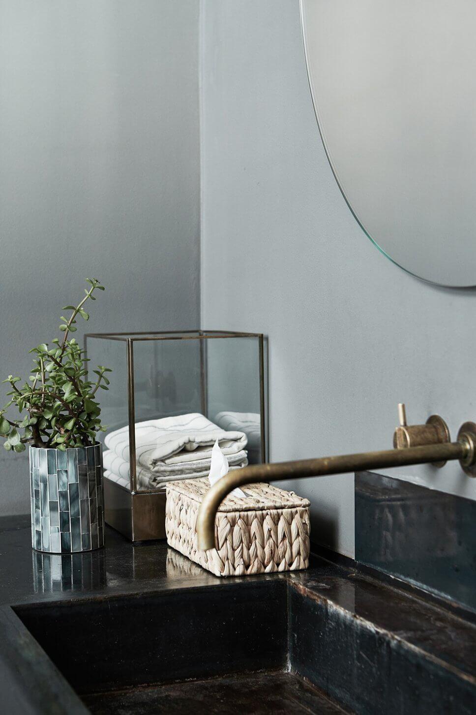 Kosmetiktücherbox in modernem Badezimmer