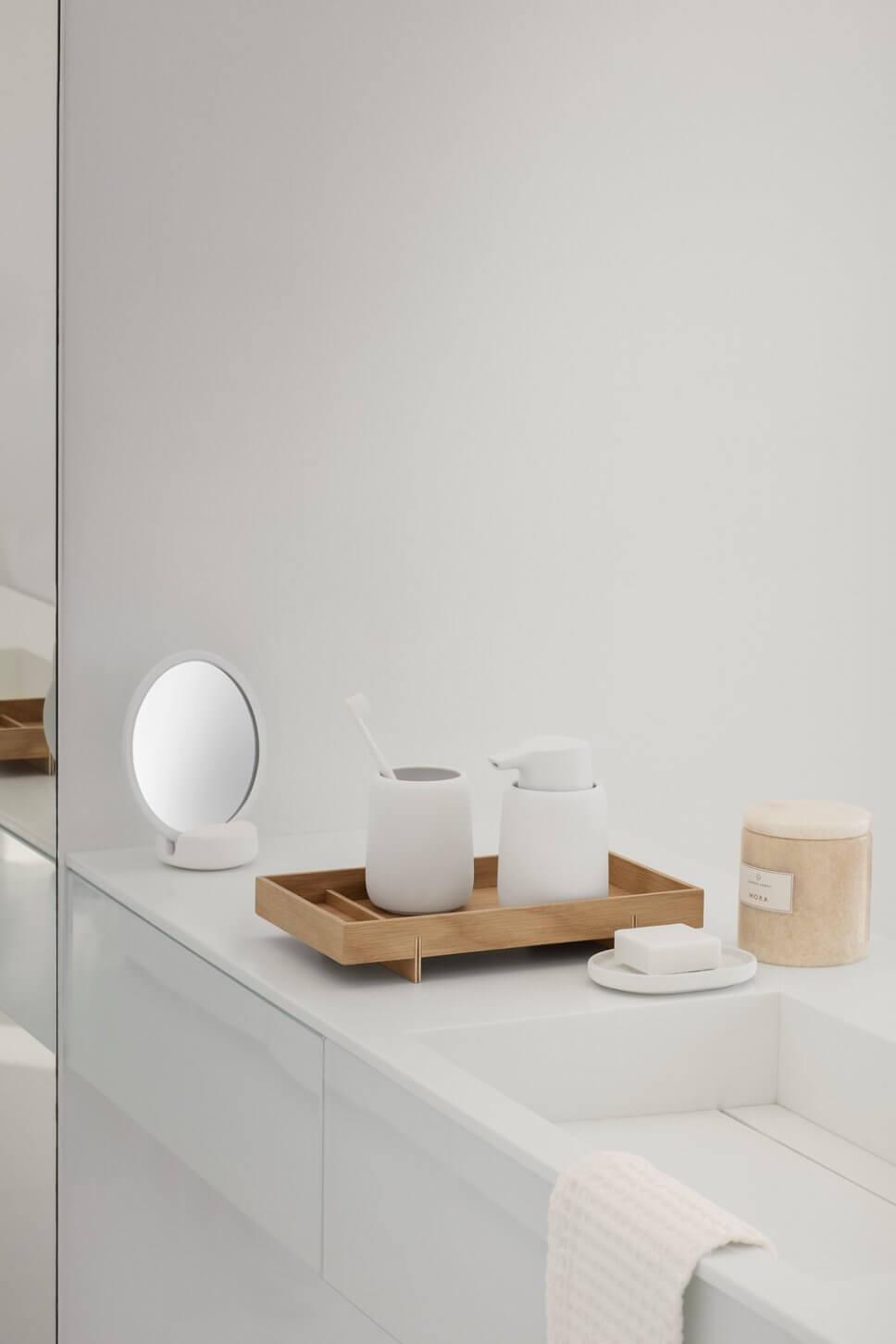 Seifenspender in modernem Badezimmer