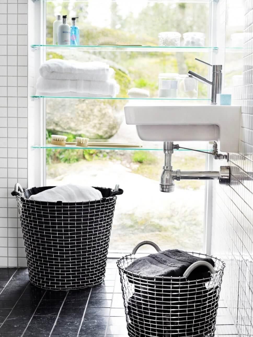 Wäschekorb in modernem Badezimmer