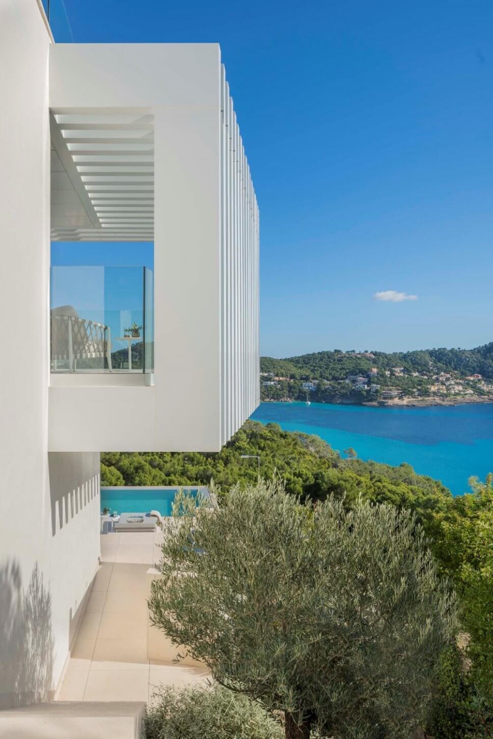 Moderne Architektur mit Blick aufs Meer