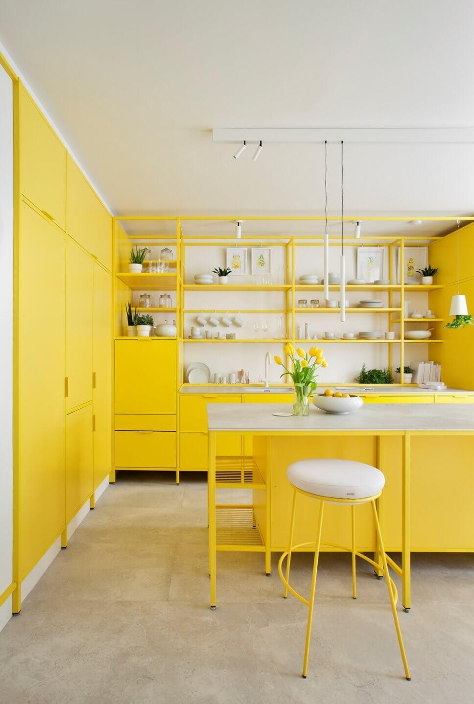 Sonnengelbe offene Modul-Küche mit weißer Keramik-Arbeitsplatte