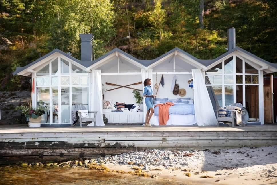 Strandhaus mit vier Dächern, darunter, Küche, Wohnzimmer, Schlafzimmer und Diele