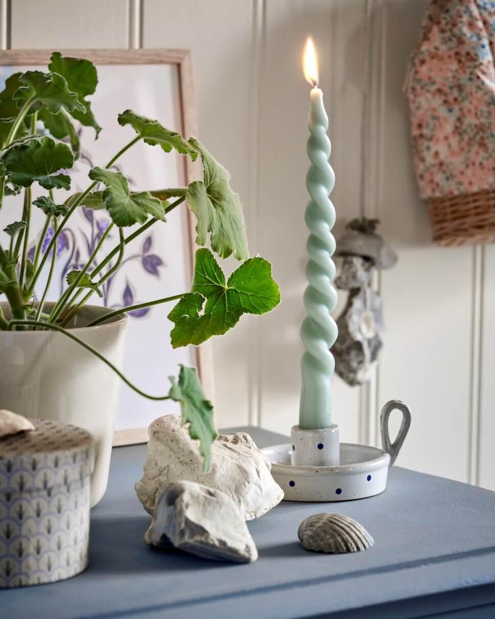 Mit Pünktchen verzierter Keramik-Kerzenhalter