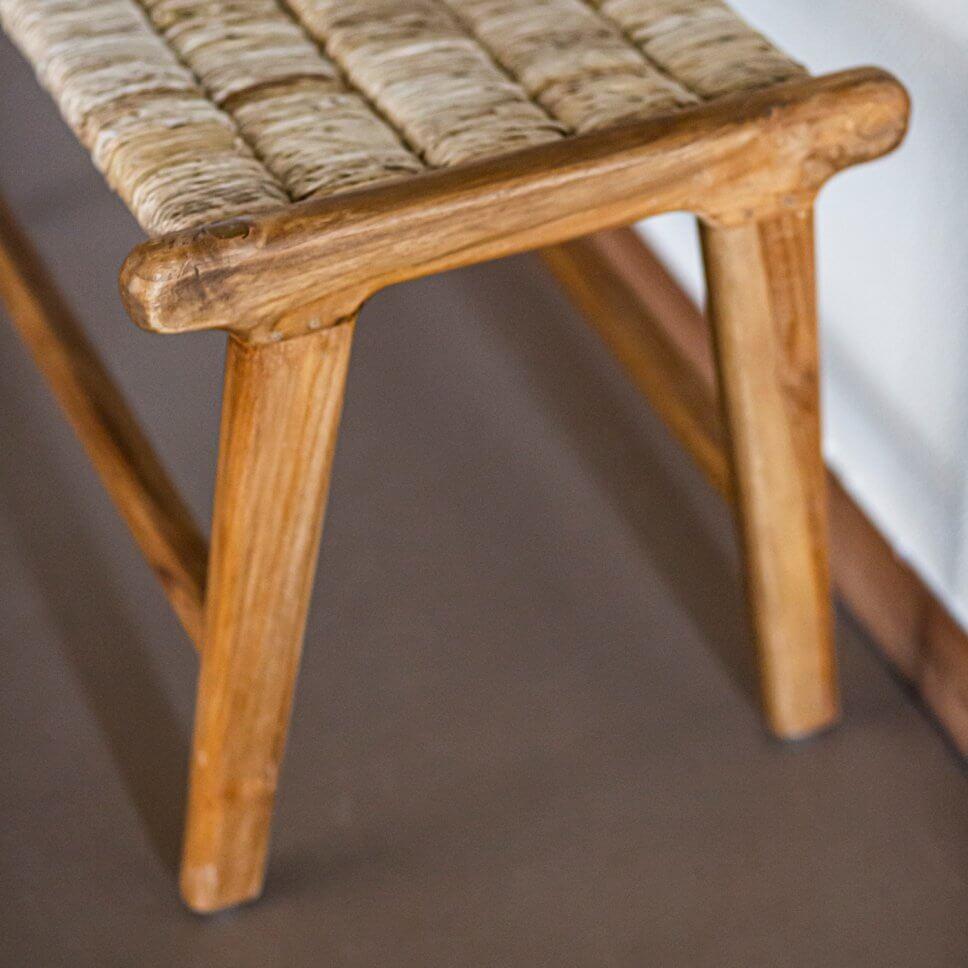 Rustikale Holzbank mit Sitz aus Geflecht