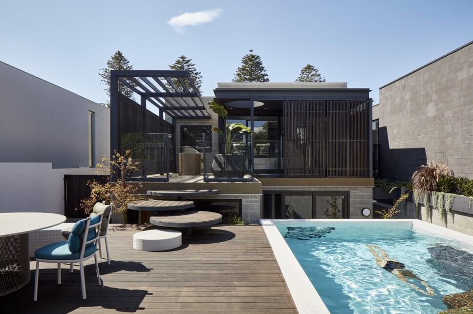 Einfamilienhaus in moderner Architektur mit Terrasse und Pool