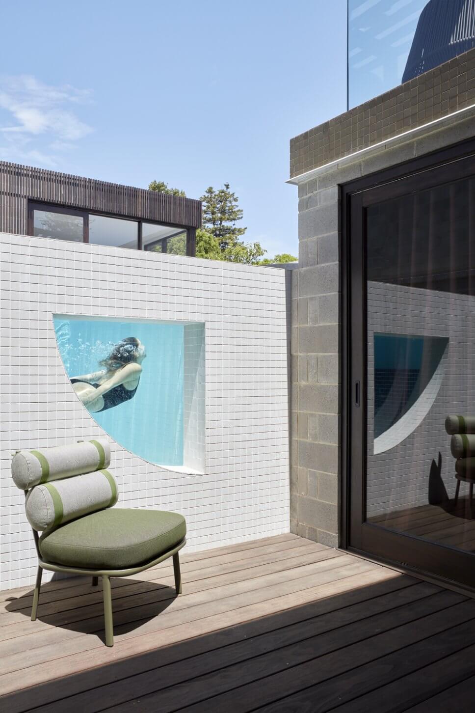 Moderne Gartenmöbel auf Terrasse