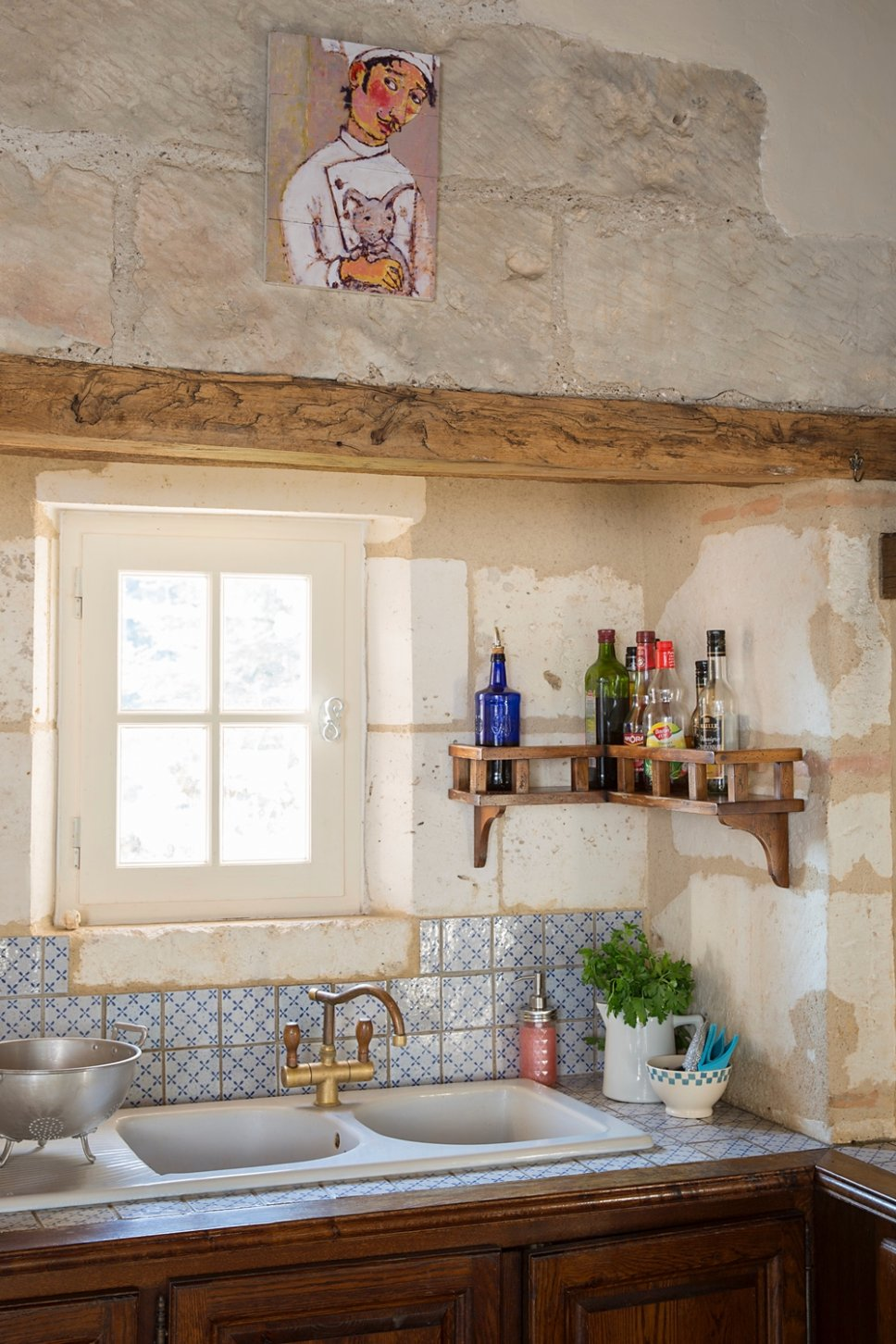 Nostalgisch eingerichtete Küche in altem französischen Landhaus